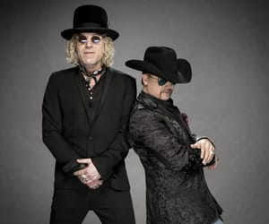 country, black suits, and big & rich image