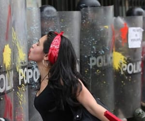 kiss and police image