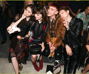 olly alexander, tommy dorfman, and maisie williams image