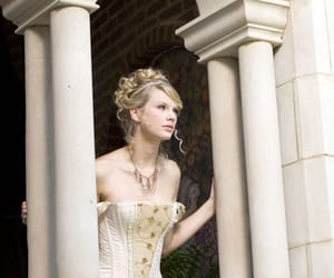Taylor Swift, love story, and princess image