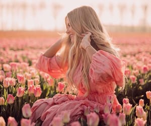 blogger, flowers, and amber fillerup image