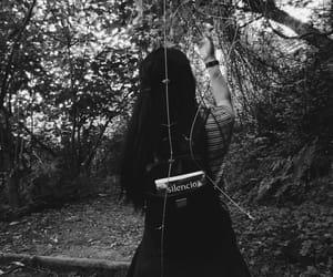 black and white, libros, and silencio image