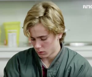 skam and isak image
