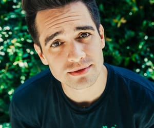 brendon urie, panicatthedisco, and P!ATD image