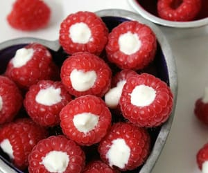 delicious, food, and raspberry image