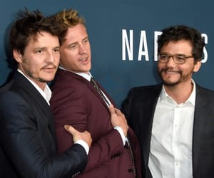 boyd holbrook, cast, and pedro pascal image