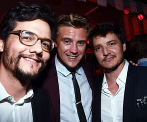 boyd holbrook, pedro pascal, and cast image