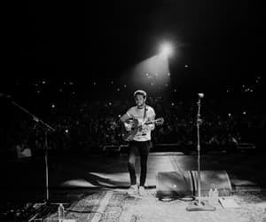 niall horan, holmdel nj, and flicker world tour image