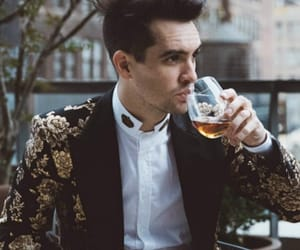 brendon urie, wallpaper, and panic! at the disco image