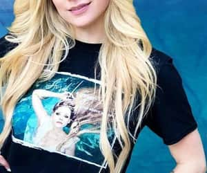 Avril Lavigne, hair, and musica image