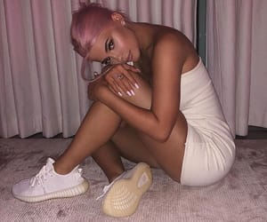 celebrity, pink hair, and kylie jenner image