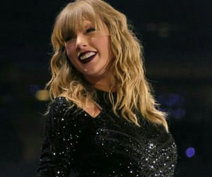 Taylor Swift, smile, and reputation tour image