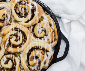 There's nothing better than fluffy apple cinnamon rolls on a cool weekend morning in fall #fallbaking