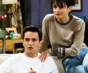 chandler, monica geller, and friends serie image