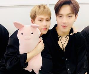 k-pop, monbébé, and jooheon image