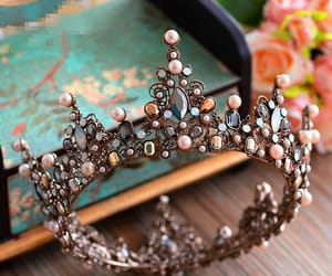 accessory, hair, and Queen image