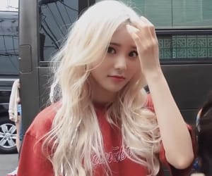 jinsoul, loona, and red image