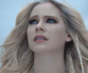 Avril Lavigne, head above water, and new video image