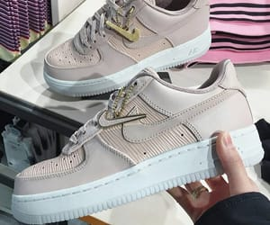 look, nike, and oufit image