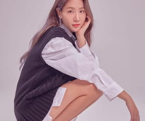 body, fashion, and korean image