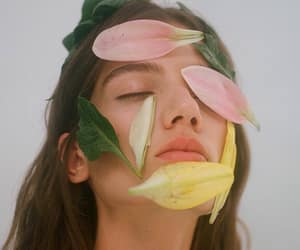 aesthetic, face, and flowers image