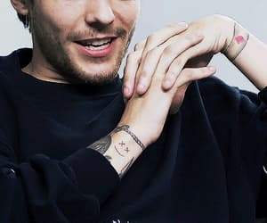 gif, louis tomlinson, and tattos image