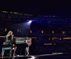 Taylor Swift, reputation tour, and Dallas image
