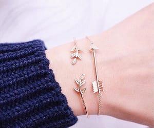fofo, pulseiras, and ramos image