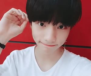 gif, hwang hyunjin, and stray kids image