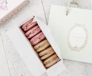 pastel and macarrons image