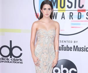 dress, amas 2018, and red carpet image