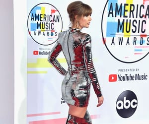 Taylor Swift, beauty, and red carpet image
