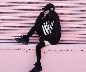 black, ulzzang, and pink image