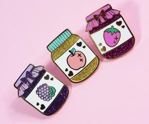apple, badge, and coeur image