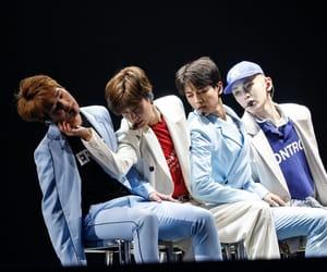Jonghyun, SHINee, and kim jonghyun image