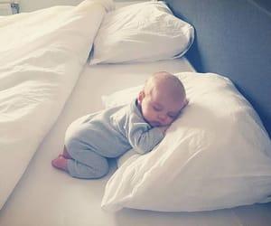 اطفال, طفل, and نوم image