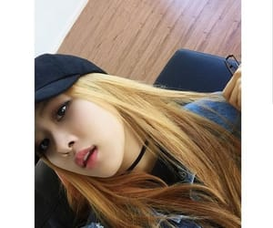 blonde, blackpink, and chaeyoung image