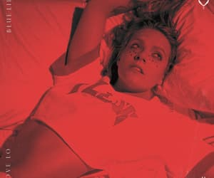 red and tove lo image