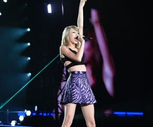 1989 tour and Taylor Swift image