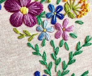 bordado, flores, and hojas image