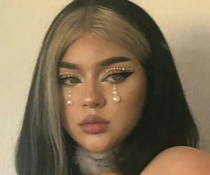 makeup artist and leah velen image