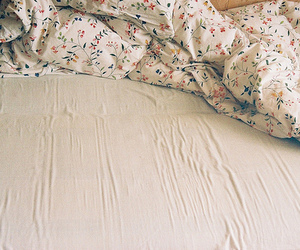 bed, vintage, and floral image