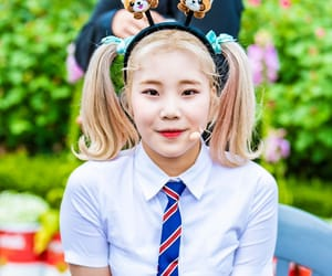 kpop, momoland, and jooe image