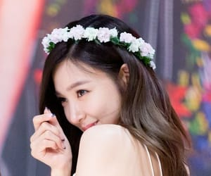 flowers, kpop, and pretty girl image