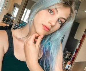 blue, cabelo, and hairstyle image