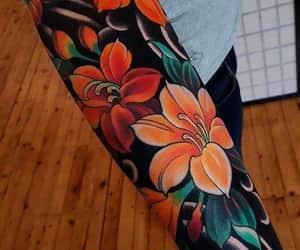 flores, tatuaje, and tatuajes pequeños image