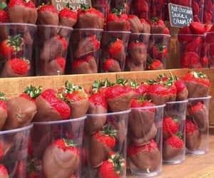 chocolate, dessert, and fresas image