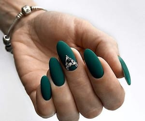 design and green nails image