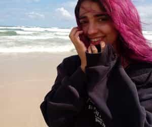 mar, praia, and cabelo colorido image