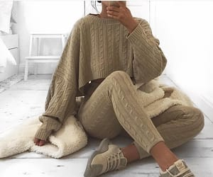beautiful woman, cosy, and stylé image